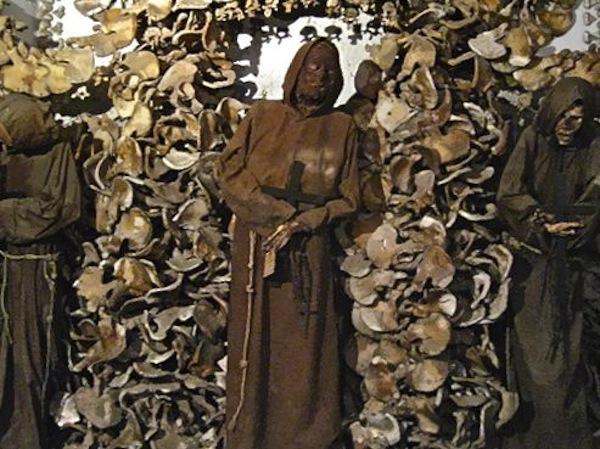 lampadari via veneto : La Cripta dei Cappuccini - Bizzarro Bazar