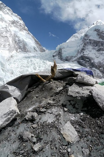 Dead-bodies-on-Mount-Everest_14