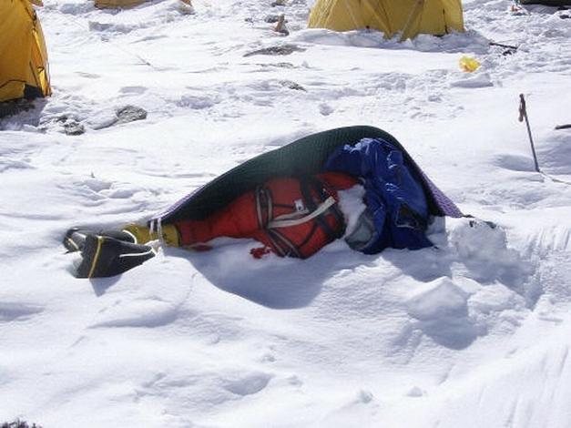 Dead-bodies-on-Mount-Everest_4