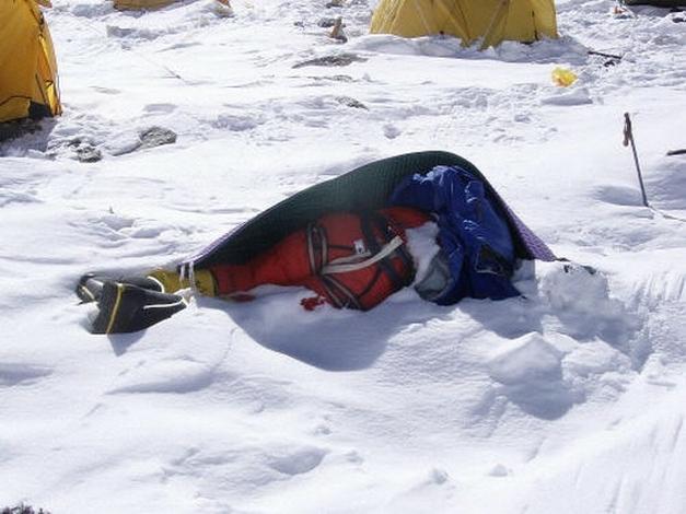 Dead-bodies-on-Mount-Everest_4