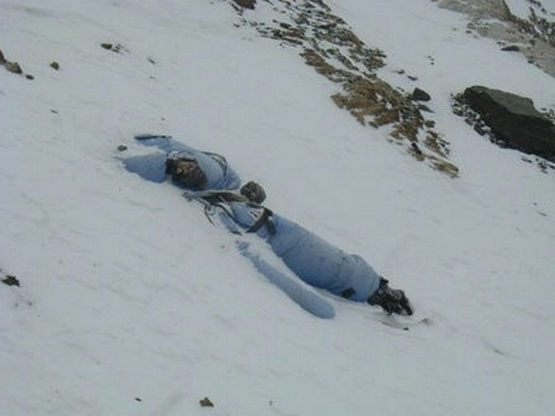 Dead-bodies-on-Mount-Everest_9