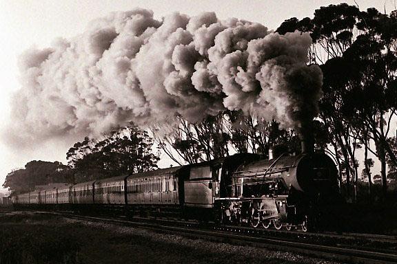 Until-1975-Class-16R-and-16CR-Pacifics-hauled-the-eleven-coach-Port-Elizabeth-Uitenhage-locals