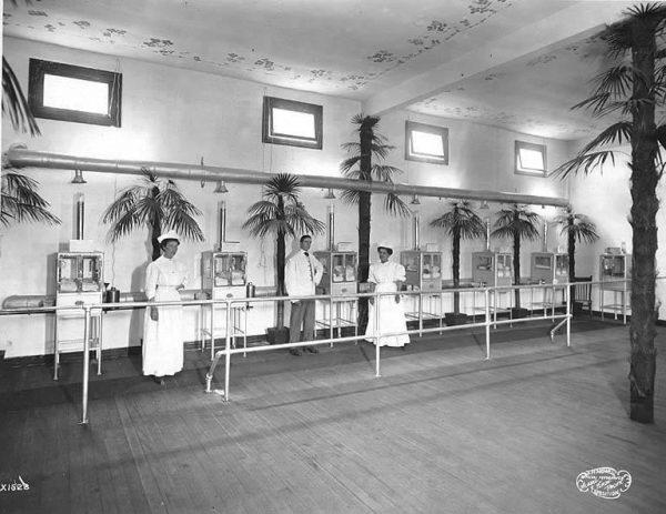 Baby_incubator_exhibit,_A-Y-P,_1909